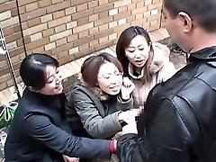 Японские женщины дразнить человека через мастурбирует субтитрами