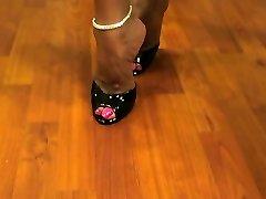 Горячие жены Азии горячие ноги и высокие каблуки