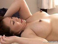 Hot gammal Asiatisk brud Wako Anto gillar position 69