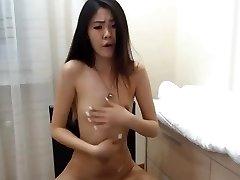 fantastic korean girl squirts on cam