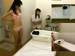 Masáž skryté kamery natočený dievku dáva handjob
