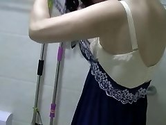 Chinese MILF Urinates, Showers, Vibrates, and Screws.mp4