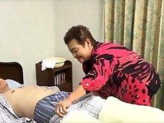 81yo japonês avó