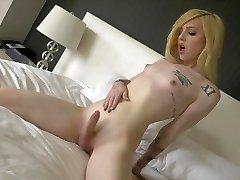 Ts Annabelle Lane cute blondie, sexy soles, masturbation