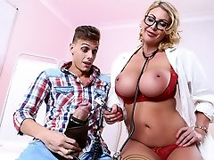 Leigh Darby & Chris Diamond in Super-naughty Checkup with Dr. Darby - Brazzers