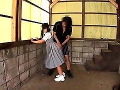 japanski tinejdžer daje tople pušenje sluškinja