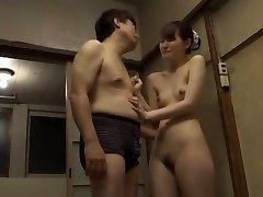 Ludi Japanski chick Юи Uehara u strašan fingering, doggy style jau video