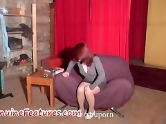 Eksotisko pusaudžu rāda viņas apaļš ķermeņa LIEŠANA
