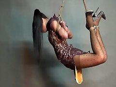 Yaner ekstreme binde på hender og føtter-henge utfordring