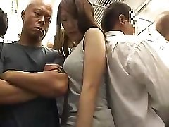 Megdöbbentő Ázsiai lány szőrös punci rábaszik a vonaton
