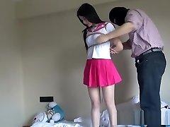 kínai diáklány kötve