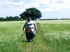 SSBBW walking