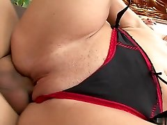 Bombshell mature loves passionate sex