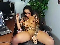 latina bomba masturbuje v kancelárii s robertek!