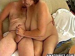 Chubby reife Amateur Frau saugt und fickt