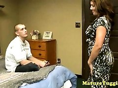 bigboobs cougar zrelé zvádza tvrdý penis