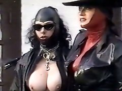 Kinky latex dommes examine pussy of one plum chick outdoor