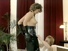 Hussy mistress in latex outfit gives deepthroat sucky-sucky