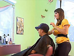 stacked hairdresser gets tittyfucked