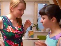 Primera vez chicas lesbianas