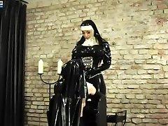 Fetisch Leva - Berättelser Från Gummi - Klostret- Novizin Josi