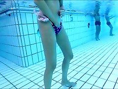skiny érett maszturbál a víz alatt is !