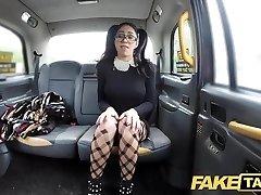 falska taxi spanska skönhet med glasögon älskar taxi snopp