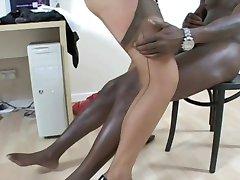 בלונדינית סקסית מילפית מזדיינת לה מאהב השחור!!!!!!!