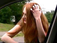 Ulica prostitutka daje Blowjon u automobilu