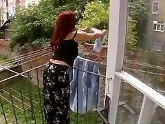 Seksikas Täiskasvanud Naine Ründas, Samal Ajal Rippus Pesu - Cireman