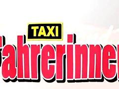 Deutschlands geilste Táxi Fahrerinnen