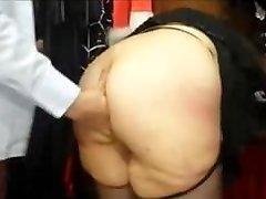 Išsipūtęs prancūzijos MILF su big ass pakliuvom į sekso parduotuvė