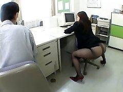 Japonský úřad holka mě dohání k šílenství tím, že airliner1
