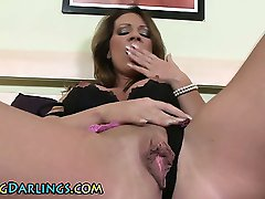 Sexy ass solo babe toys her pussy
