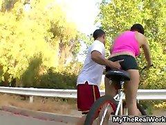 Cyklistika dospívající dívka dostane prdeli tvrdě po part3