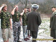 wojskowe seks orgia