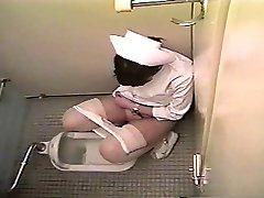 Nővér maszturbál a wc-t (Japán)