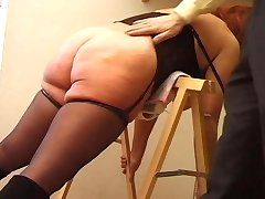 You Cant Miss The Round-Booty Of This Redhead Milf - Telsev