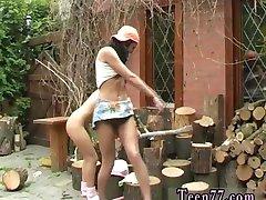 Мультфильм подросток распиловки древесины и лизать пизду