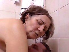 Une belle surprise au salle de bain by Clessemperor
