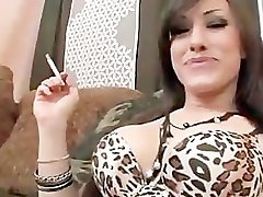 Το Κάπνισμα Φετίχ Καυτό Μωρό