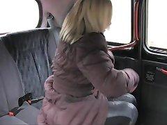 FakeTaxi - Шотландская блондинка с большой задницей