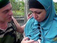 Nafila Essid - hijabi knulle maskin