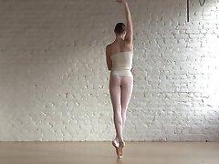 Fleksibilna balerina Annette &амп;амп; goli klasični