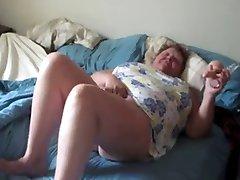 Fette geile Oma masturbieren während Mann Filme