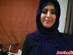 Arabskie hijabi przeleciał w zakazane napięty cipki