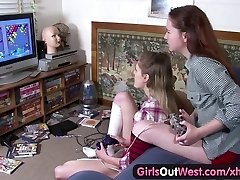 Girls Out West - Wooly and skinny Aussie lesbian girls