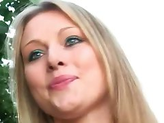 Wife sucking strangers cock in forest parking on the road