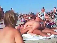 Swinger γυμνό παραλία