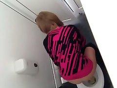 Szpieg toaleta Rumunia ładna dziewczyna